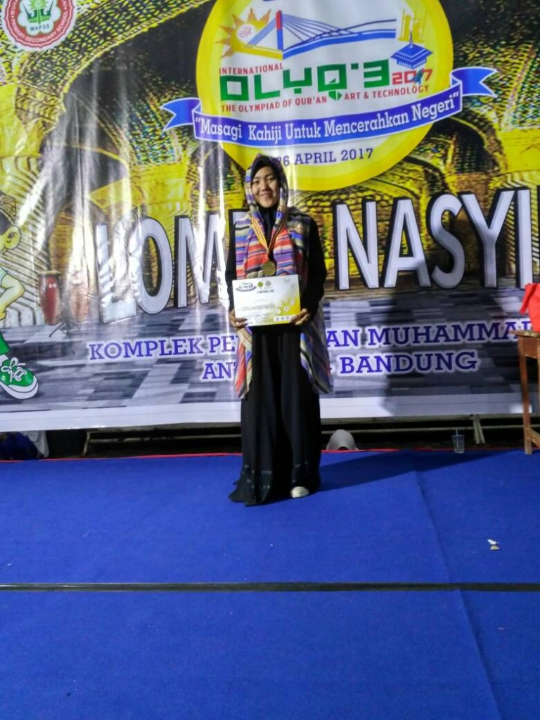 Adelia, medali emas english speech contest